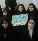 دیدار جمعی از دختران خوش حجاب ساروی با مادرشهیدان چمنی
