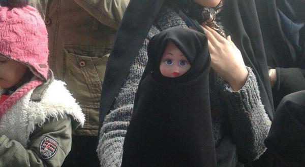 برگزاری جشنواره حجاب عروسکها ورنگ آمیزی در راهپیمایی ۲۲ بهمن ۹۴ – شعبه تهران